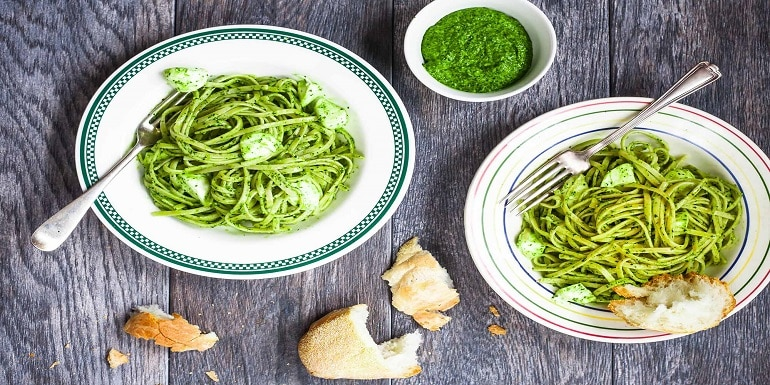 Whole wheat pasta with kale pesto recipe