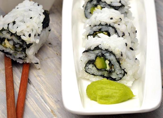 avocado and cream cheese sushhi