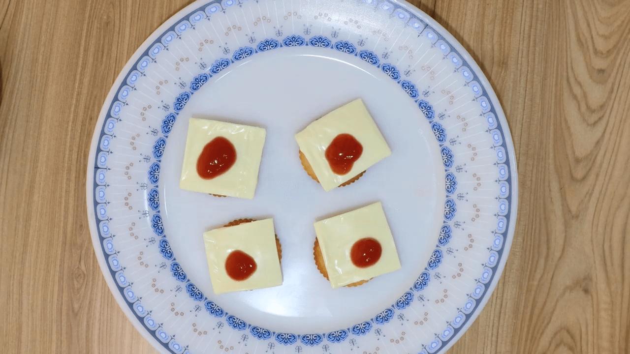 Monaco Biscuit Canapés step-1
