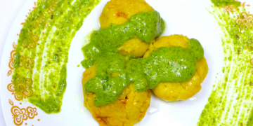 stuffed-kapuria-with-green-cheese-sauce