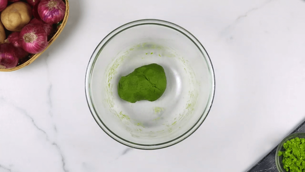 Palak Puree Masala Gujiya step-1