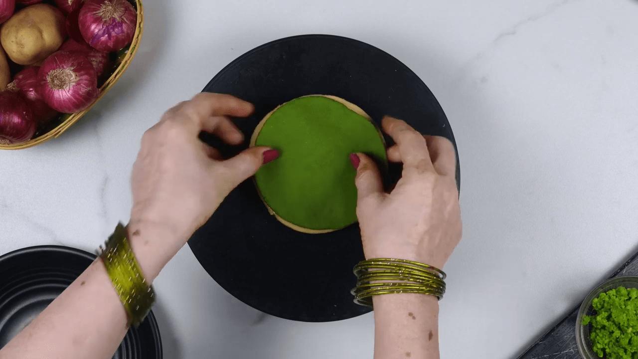 Palak Puree Masala Gujiya step-4