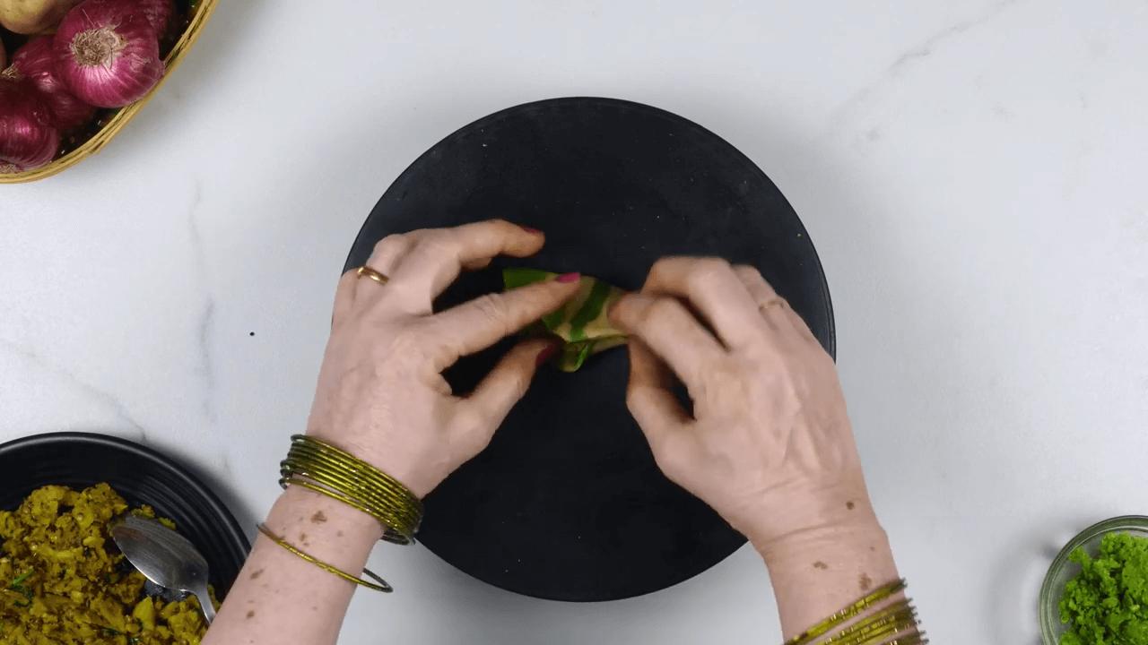 Palak Puree Masala Gujiya step-8