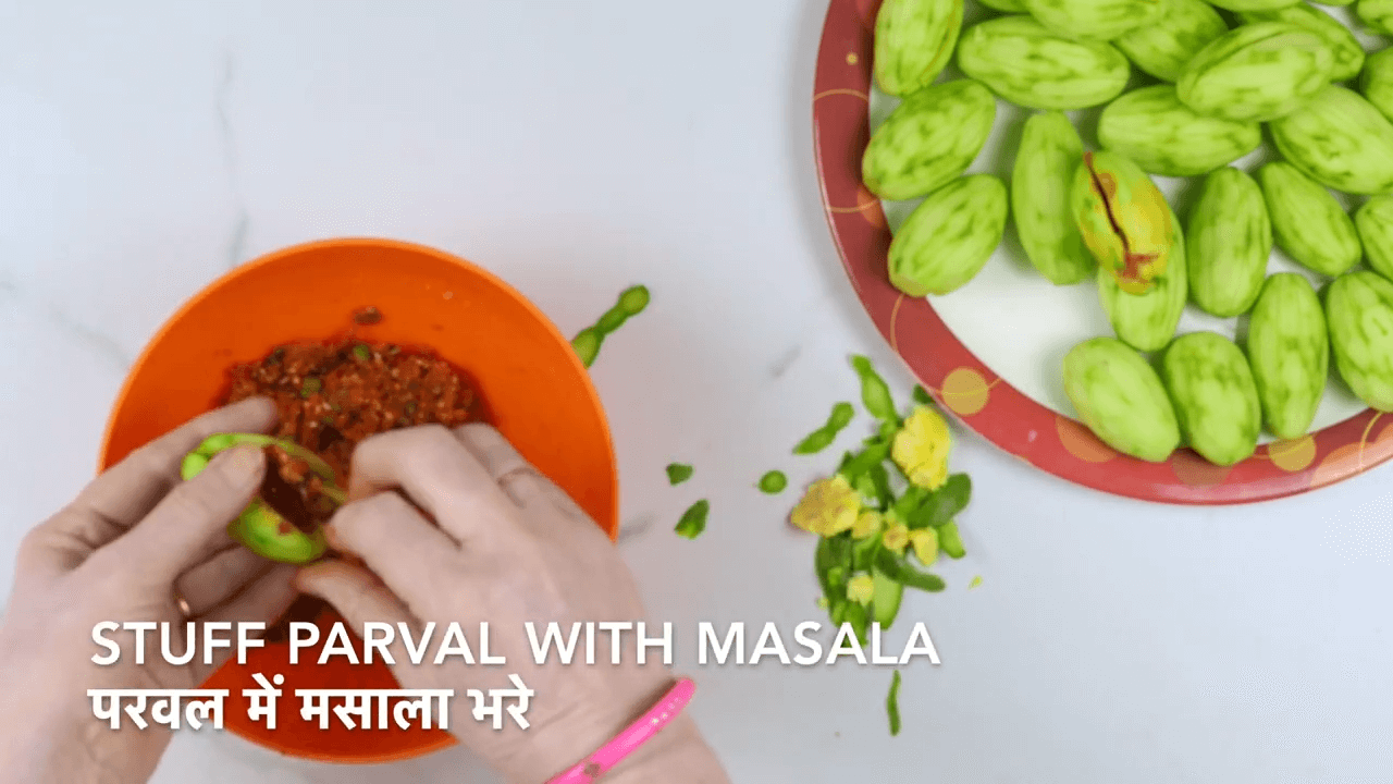 Dry Stuffed Parwal Recipe step-2