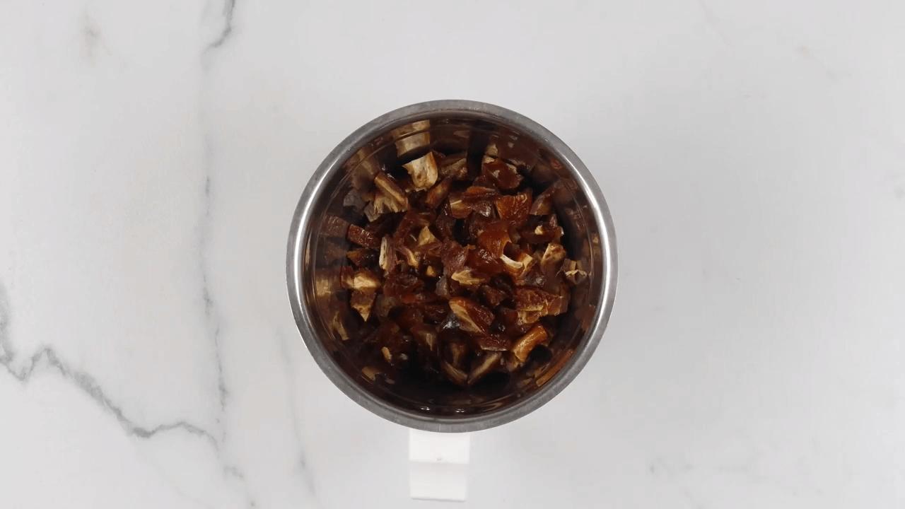 Dates & Almond Energy Balls step-2