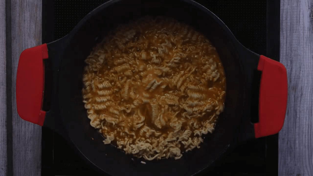 Maggi Egg Omelette step-2