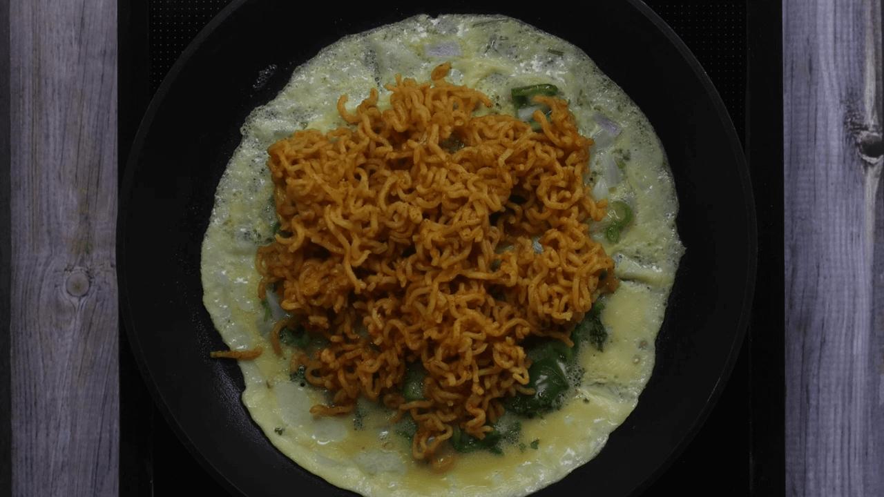 Maggi Egg Omelette step-6