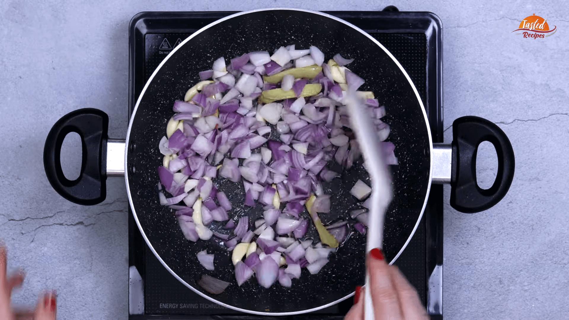 Onion Capsicum Sabji step-2