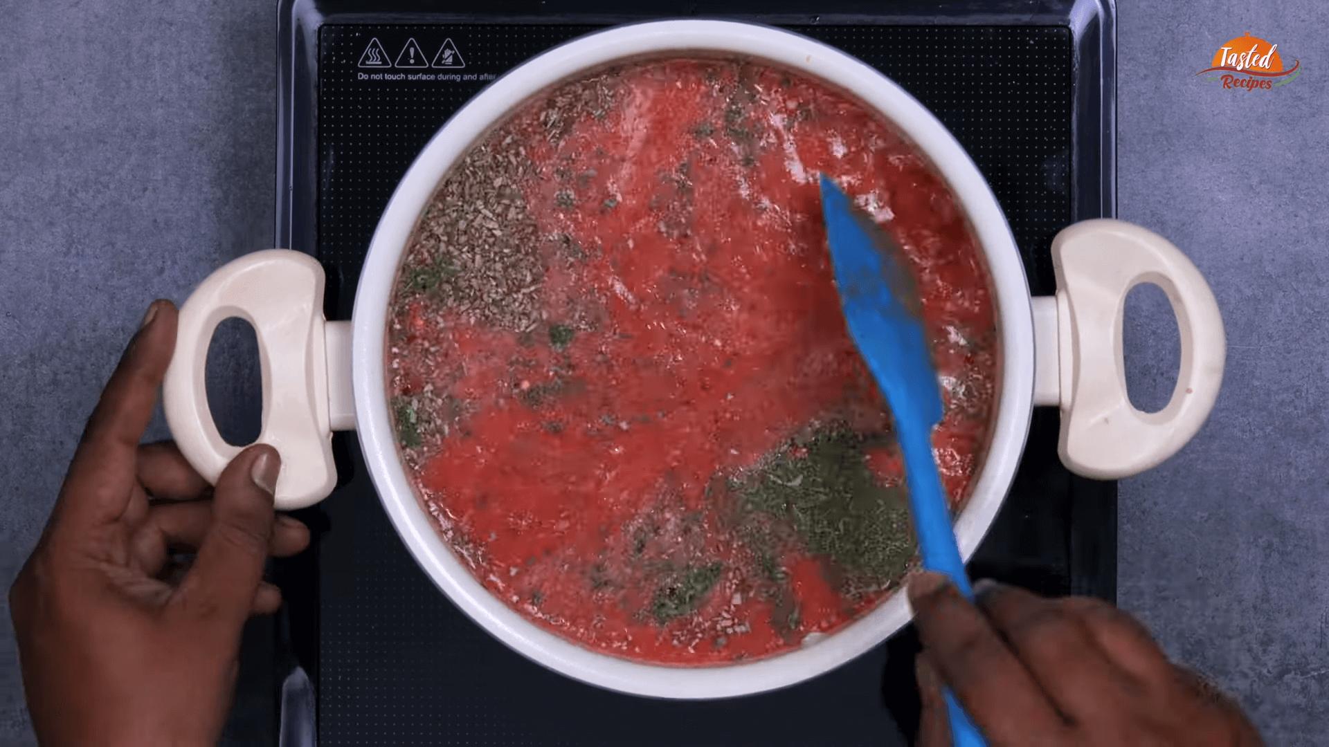 Red Pasta Tomato Sauce Step 4