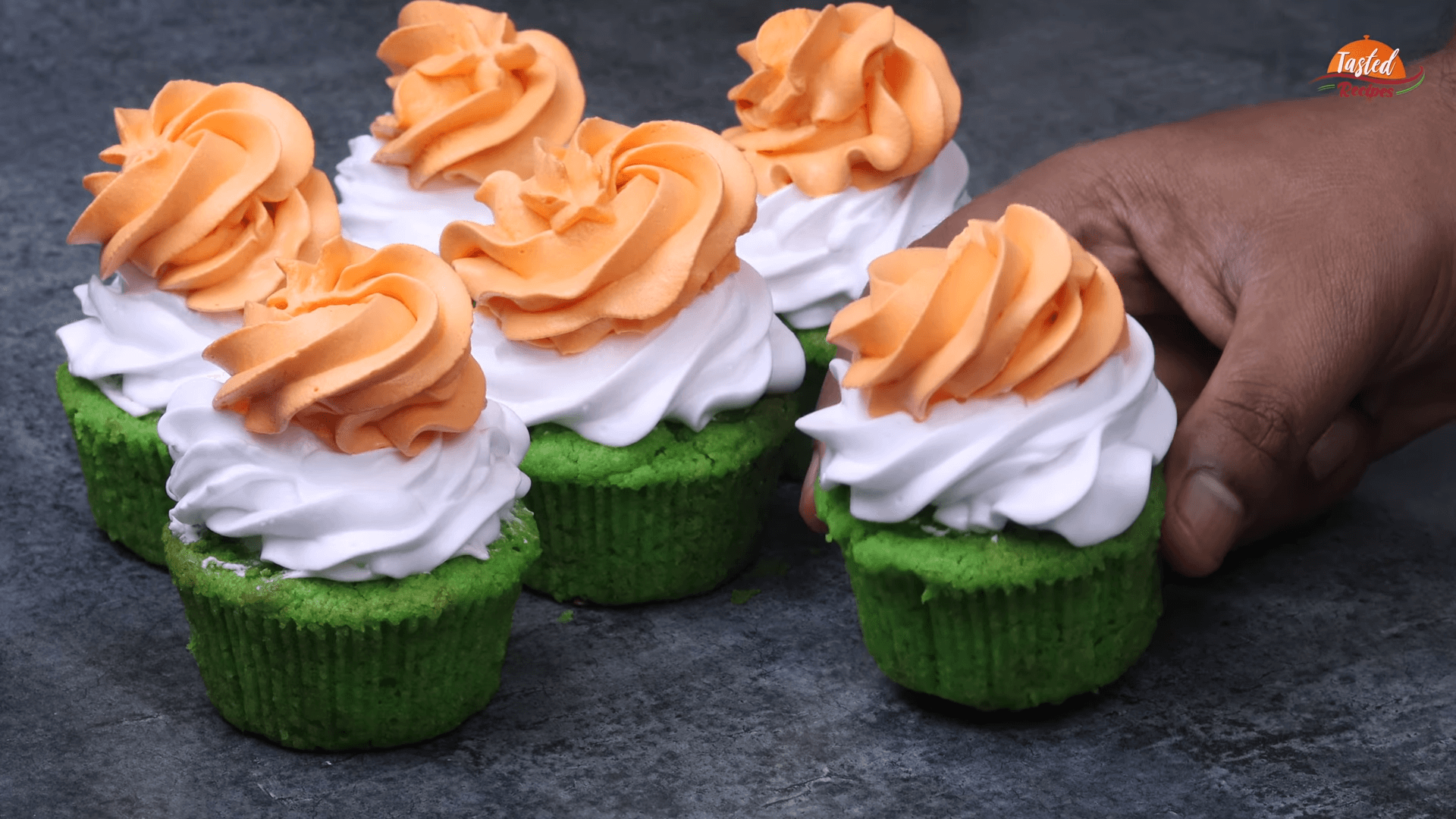 Tricolor Cupcakes step-14